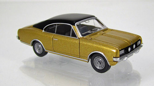 Opel Commodore A Coupé gold met. mit schwarzem Dach